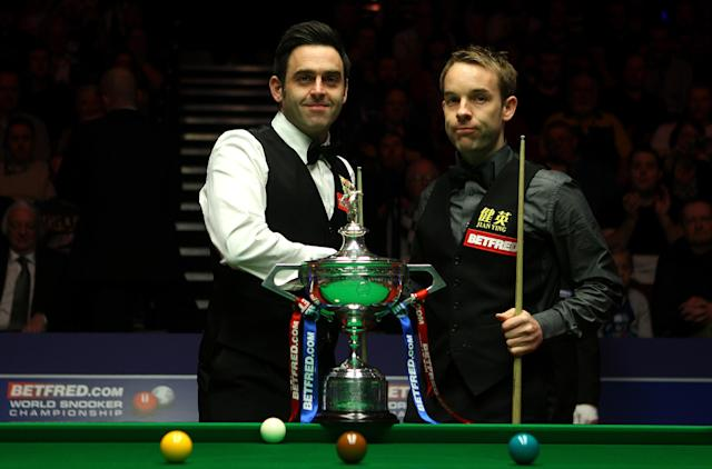 SHEFFIELD, ENGLAND - MAY 06: Ronnie O'Sullivan and Allister Carter of England shake hands ahead of the final of the Betfred.com World Snooker Championship at the Crucible Theatre on May 6, 2012 in Sheffield, England. (Photo by Warren Little/Getty Images)
