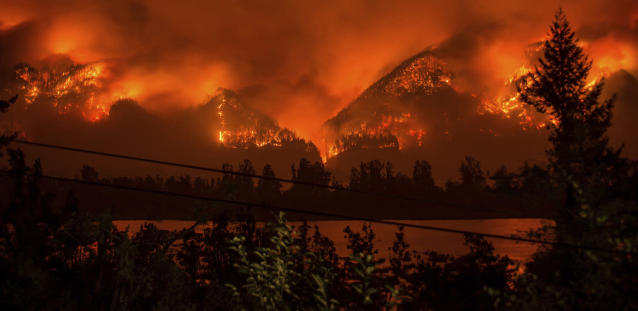 <p>Wildfire as seen from near Stevenson Wash., across the Columbia River, burning in the Columbia River Gorge above Cascade Locks, Ore., Sept. 4, 2017. (Photo: Tristan Fortsch/KATU-TV via AP) </p>