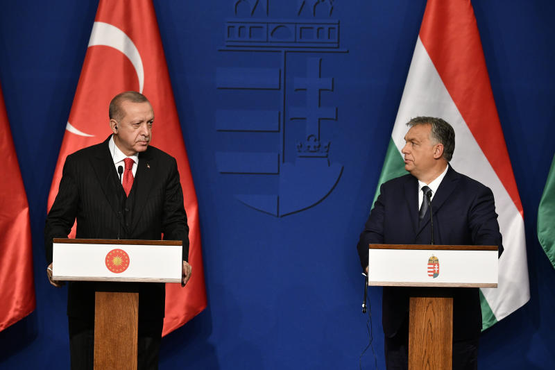 Turkish President Recep Tayyip Erdogan, left, and Hungarian Prime Minister Viktor Orban hold a joint press conference after their meeting in Budapest, Hungary, Thursday, Nov. 7, 2019. (Zsolt Szigetvary/MTI via AP)