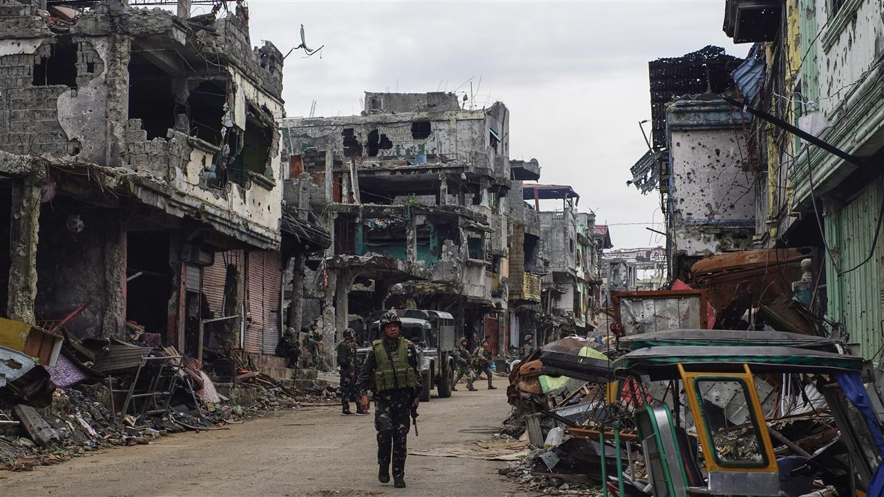 The Philippine military struggled to defeat hundreds of well-armed militants who seized the southern city of Marawi onMay 23in the name of Islamic State. More than a thousand people have died in the conflict. Photo: Linus Guardian Escandor II for The Wall Street Journal