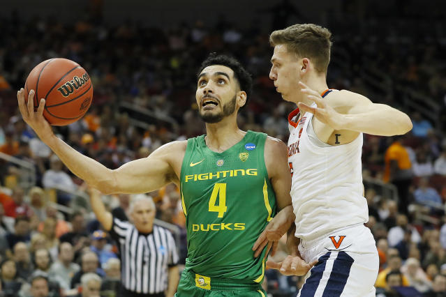 <p>Ehab Amin #4 of the Oregon Ducks attempts a layup against Kyle Guy #5 of the Virginia Cavaliers during the first half of the 2019 NCAA Men's Basketball Tournament South Regional at the KFC YUM! Center on March 28, 2019 in Louisville, Kentucky. (Photo by Kevin C. Cox/Getty Images) </p>