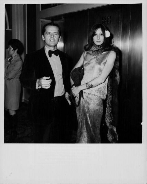 <p>Actress Anjelica Huston (her hate was Jack Nicholson, NBD) went full Hollywood glam with a silky dress and fur scarf for the 1974 Golden Globes. </p>