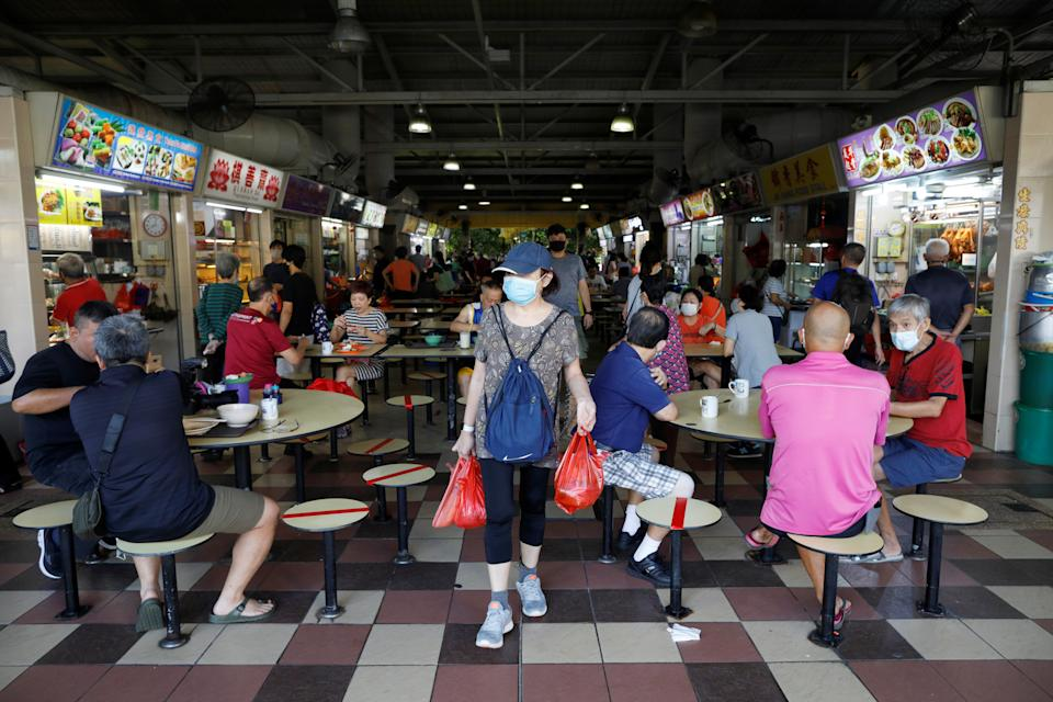 People dine at a hawker center in Singapore as the city state reopens the economy amid the coronavirus disease (COVID-19) outbreak, June 19, 2020.  REUTERS/Edgar Su