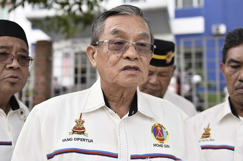 President of the Selangor chapter of the Malaysian Armed Forces Veterans Association Mohd Din Husni lodged a police report against Tan Sri Koon Yew Yin in Shah Alam August 17, 2019. ― Picture by Miera Zulyana