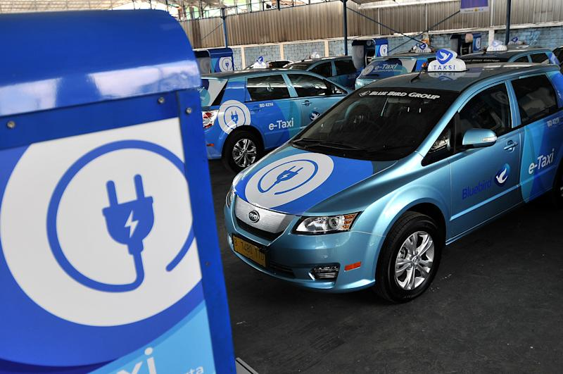 The Blue Bird Taxi Company officially launches an electric taxi fleet or e-Taxi using the cars of Tesla and BYD manufacturers in Jakarta, on April, 25, 2019. E-taxi takes 4 hours to fully charge the battery with a distance of 340 to 400 kilometers, it is more than enough to operate every day for the Jakarta, Bekasi and Bogor areas, because Indonesia starts to move and develop environmentally friendly energy. Dasril Roszandi (Photo by Dasril Roszandi/NurPhoto via Getty Images)