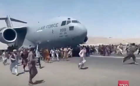 Desperate Afghans cling to US plane amid chaotic scenes at Kabul airport (TOLOnews)