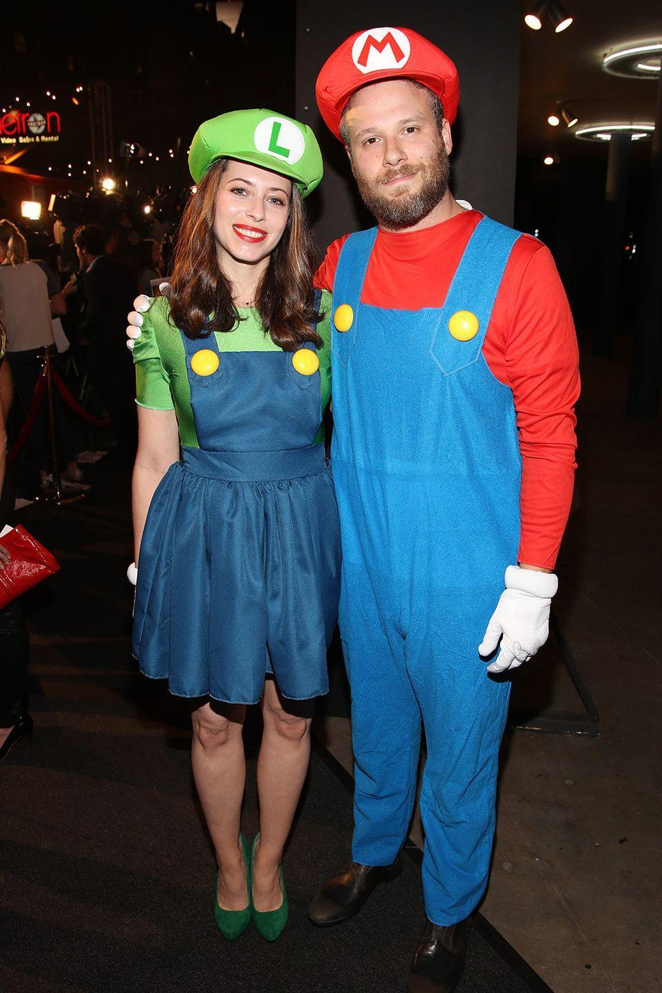 <p>Lauren Miller and Seth Rogen dressed up as the Mario Brothers in 2016 in Los Angeles, California. A classic couples costume.</p>