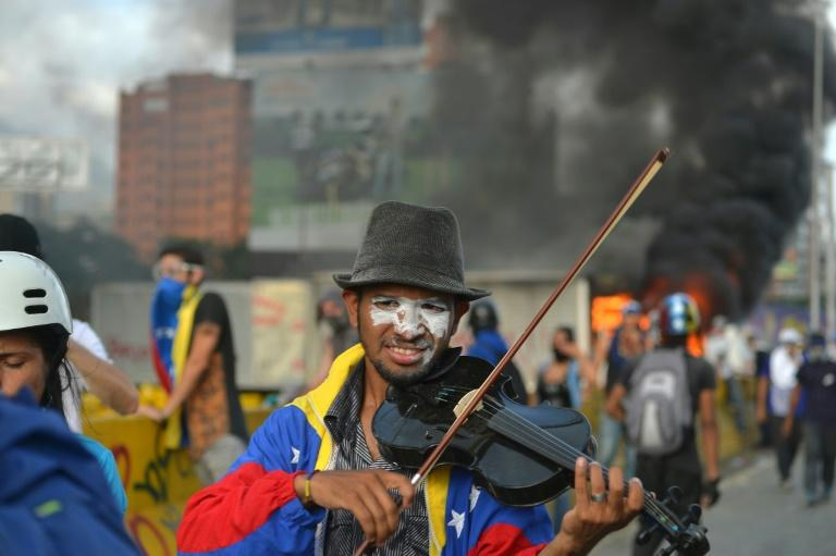 Venezuelan protest violence flares, violinist injured