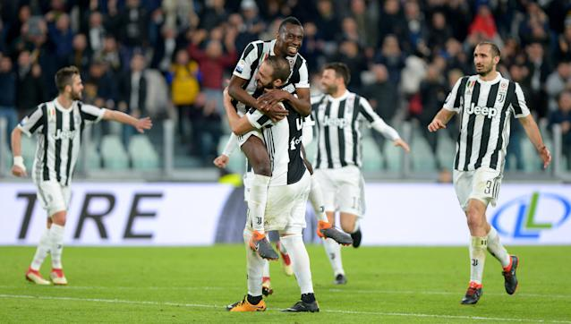 Soccer Football - Serie A - Juventus vs Atalanta - Allianz Stadium, Turin, Italy - March 14, 2018 Juventus' Blaise Matuidi celebrates scoring their second goal with team mates REUTERS/Massimo Pinca