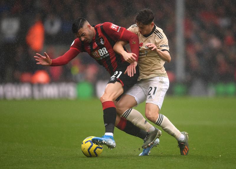 BOURNEMOUTH, ENGLAND - NOVEMBER 02: Diego Rico of AFC Bournemouth battles for possession with Daniel James of Manchester United during the Premier League match between AFC Bournemouth and Manchester United at Vitality Stadium on November 02, 2019 in Bournemouth, United Kingdom. (Photo by Harry Trump/Getty Images)