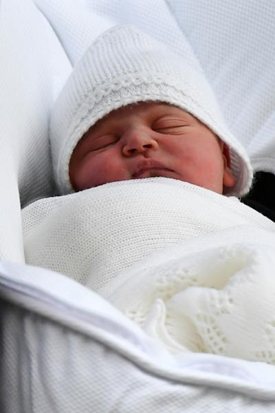 The new royal baby was born at 11:01 (1001 GMT) and weighed eight pounds seven ounces (3.8 kilogrammes)