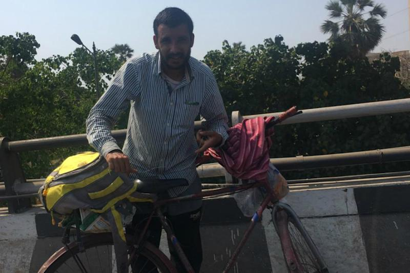 Mumbai Watchman Who Began Cycling to Meet Ailing Father in J&K's Rajouri Gets Help from Cops, CRPF