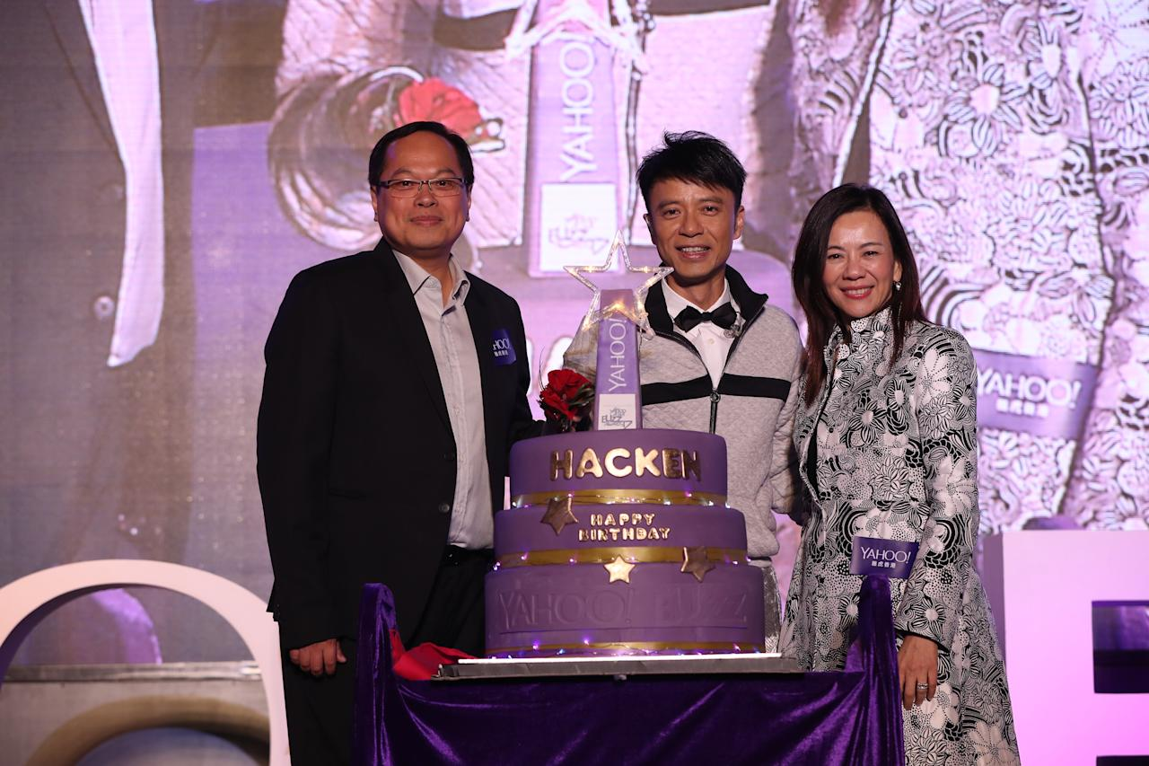 <p>Hacken Lee celebrates his birthday at the Yahoo Asia Buzz Awards 2017 in Hong Kong on Wednesday (6 December).</p>