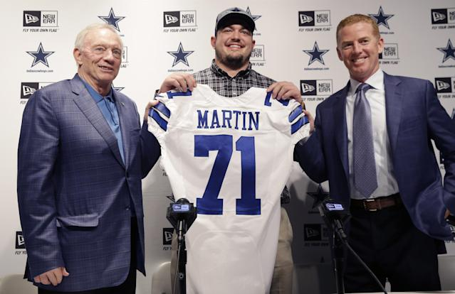 Dallas Cowboys draft pick Zach Martin, center, poses for photos with team owner Jerry Jones and head coach Jason Garrett at Valley Ranch in Irving, Texas, Saturday, May 10, 2014. The Cowboys took Martin with the 16th pick in the first round of the NFL draft. (AP Photo/LM Otero)
