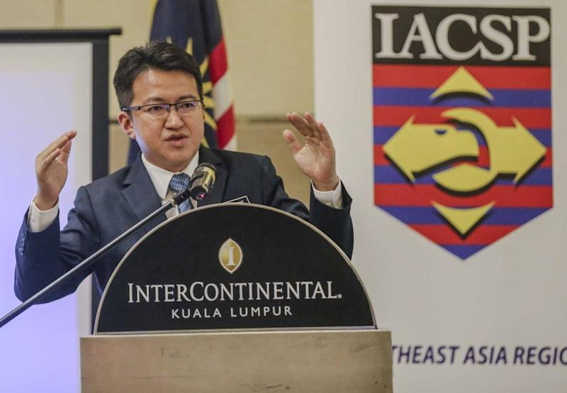 Deputy Defence Minister Liew Chin Tong speaks during the International Association of Counterterrorism and Security Professionals counter-terrorism symposium in Kuala Lumpur August 28, 2018. ― Picture by Firdaus Latif