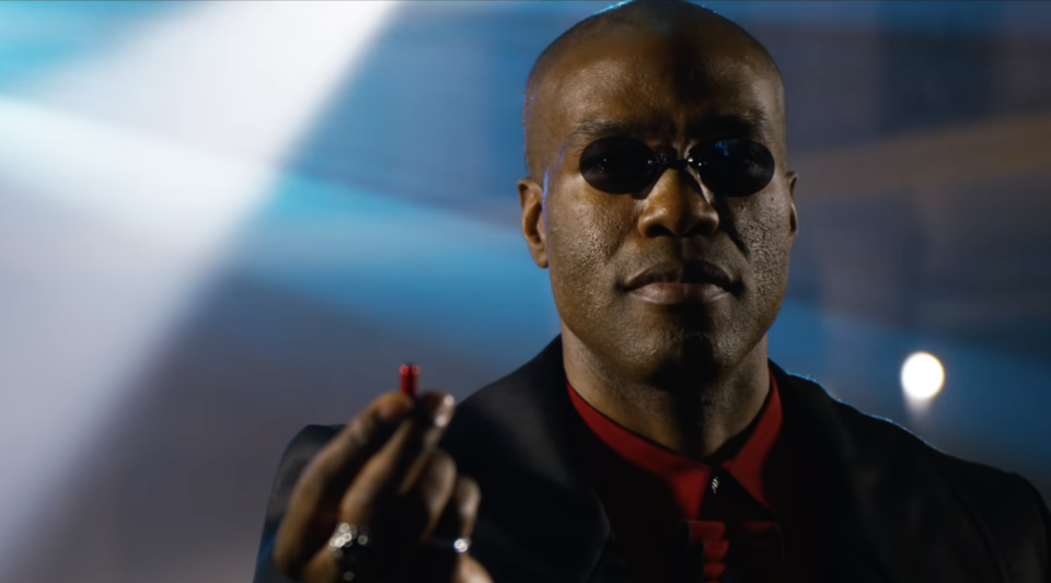 Yahya Abdul-Mateen II offers Neo a red pill in The Matrix Resurrections trailer (Photo: Warner Bros./YouTube)