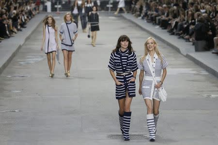 Model and actress Aymeline Valade (R) presents a creation by German designer Karl Lagerfeld as part of his Spring/Summer 2015 women's ready-to-wear collection for French fashion house Chanel during Paris Fashion Week September 30, 2014. REUTERS/Gonzalo Fuentes