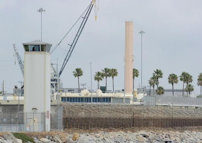 The watchtower of Terminal Island federal prison near Los Angeles, where some 60 percent of the inmate population has tested positive for COVID-19 (AFP Photo/ROBYN BECK)