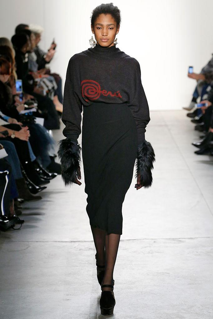 <p>A model walks down the runway sporting her natural hair. (Photo: Getty Images) </p>