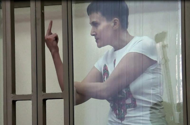 Ukrainian military pilot Nadiya Savchenko raises her middle finger to the court in the southern Russian town of Donetsk, in an AFPTV video screengrab taken on March 9, 2016 (AFP Photo/Yury Maltsev)