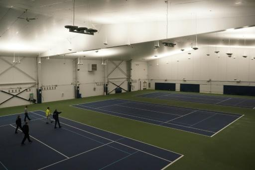 New York City Mayor Bill de Blasio (R) does a walk through of the tennis courts that will one transformed into a a 350-bed temporary hospital at the USTA Billie Jean King tennis center in the Borough of Queens on March 31, 2020
