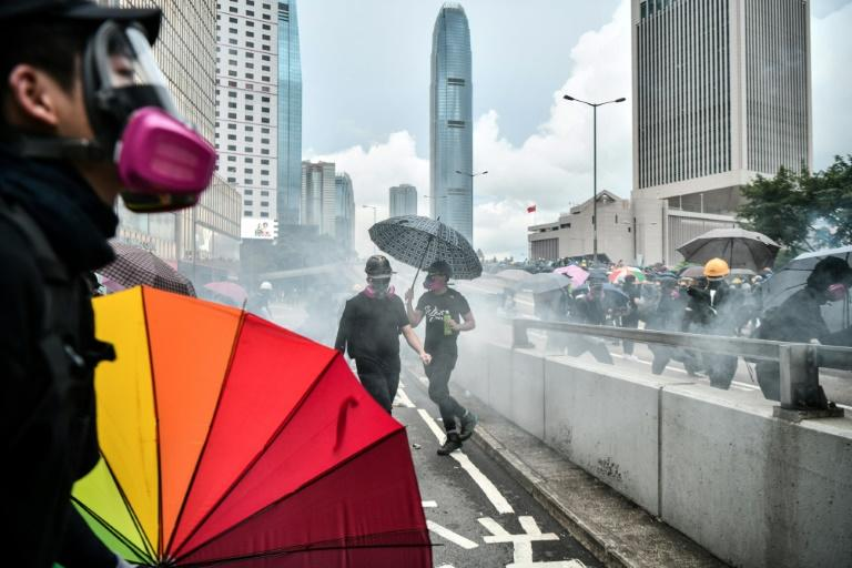 Police fired tear gas at protestors demonstrating near the Hong Kong government headquarters on August 31, 2019 (AFP Photo/Anthony WALLACE)