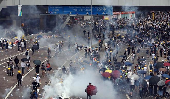 Police fire tear gas at protesters on Harcourt Road on June 12, 2019. Photo: Sam Tsang