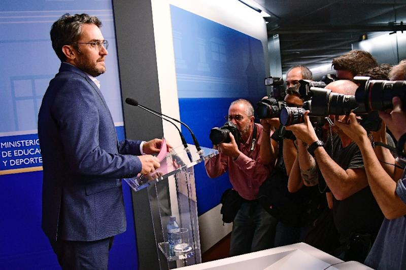 Spanish minister of culture and sports Maxim Huerta faces the press after it emerged he had been fined for tax fraud (AFP Photo/JAVIER SORIANO)