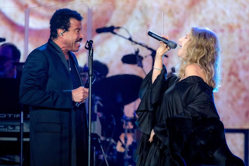Barbra Streisand, in Azeeza, performing in London with Lionel Richie.