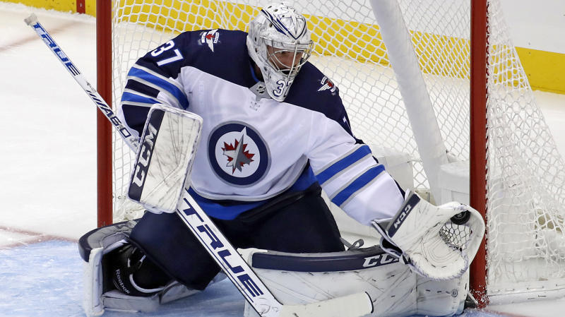 Hellebuyck leads Jets to shootout win