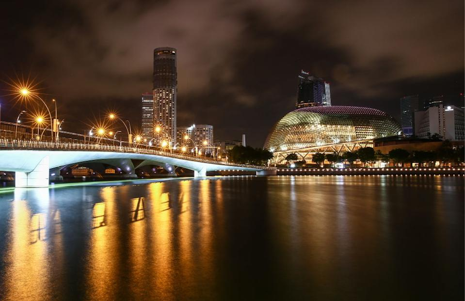 SINGAPORE - AUGUST 1, 2018: A night view of Jubilee Bridge and the Esplanade Theatre. Valery Sharifulin/TASS (Photo by Valery Sharifulin\TASS via Getty Images)