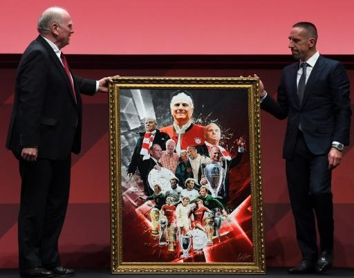 Former France winger Franck Ribery (R) presents outgoing Bayern Munich president Uli Hoeness (L) with a portrait at the club's annual general meeting