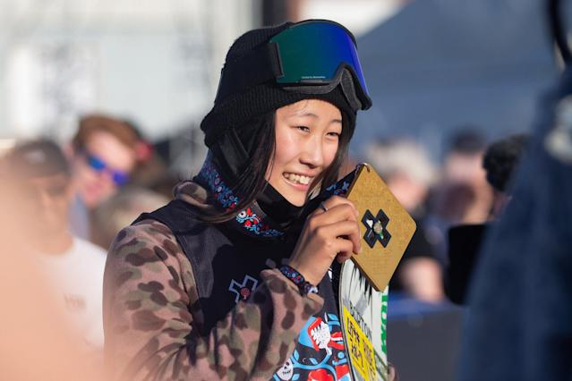 13-year-old Kokomo Murase of Japan with poses after winning the gold medal at the Women's Snowboard Big Air Final in Oslo, Norway May 19, 2018. Fredrik Hagen/NTB Scanpix/via REUTERS ATTENTION EDITORS - THIS IMAGE WAS PROVIDED BY A THIRD PARTY. NORWAY OUT.