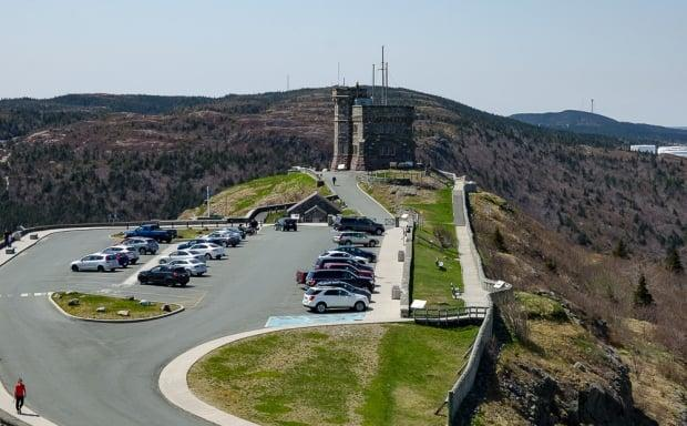 Signal Hill parking lot filled with cars as people took the the surrounding trails to kick off the long weekend.  (Mike Moore/CBC - image credit)