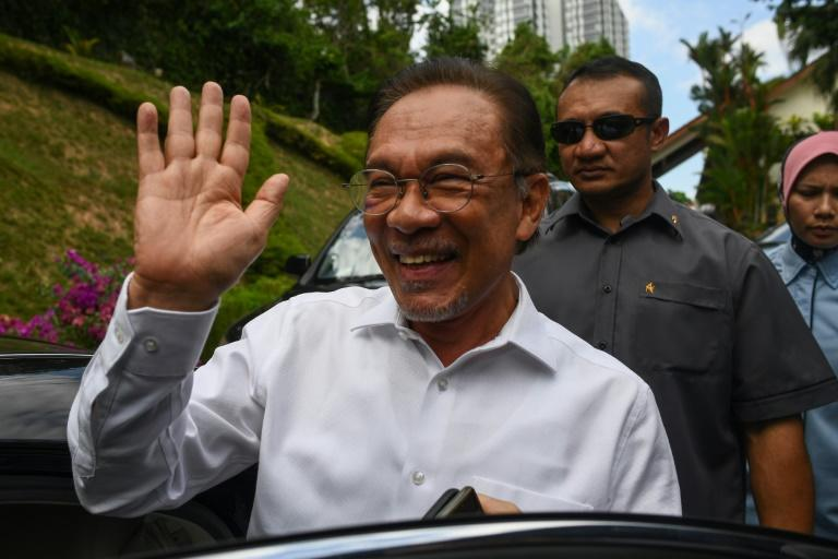 Anwar Ibrahim waves in Kuala Lumpur before announcing he was the preferred candidate of a parliamentary coalition (AFP Photo/Mohd RASFAN)