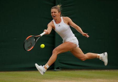 Tennis - Wimbledon - London, Britain - July 10, 2017   Romania's Simona Halep in action during her fourth round match against Belarus' Victoria Azarenka    REUTERS/Andrew Couldridge