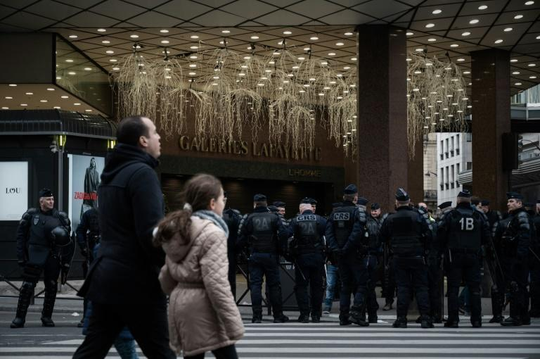 Yellow vest protesters occupied the glitzy Galeries Lafayette department story in Paris Sunday (AFP Photo/Philippe LOPEZ)
