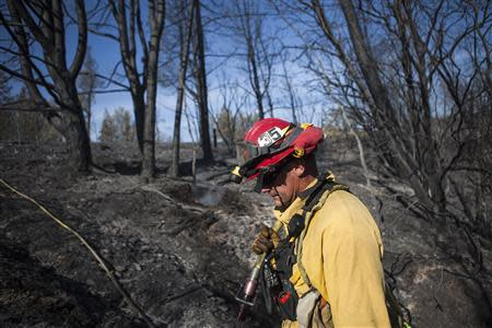 Redding Fire Department firefighter Chris Peters searches for hot spots on the Clover Fire in Happy Valley, California, September 11, 2013. REUTERS/Max Whittaker