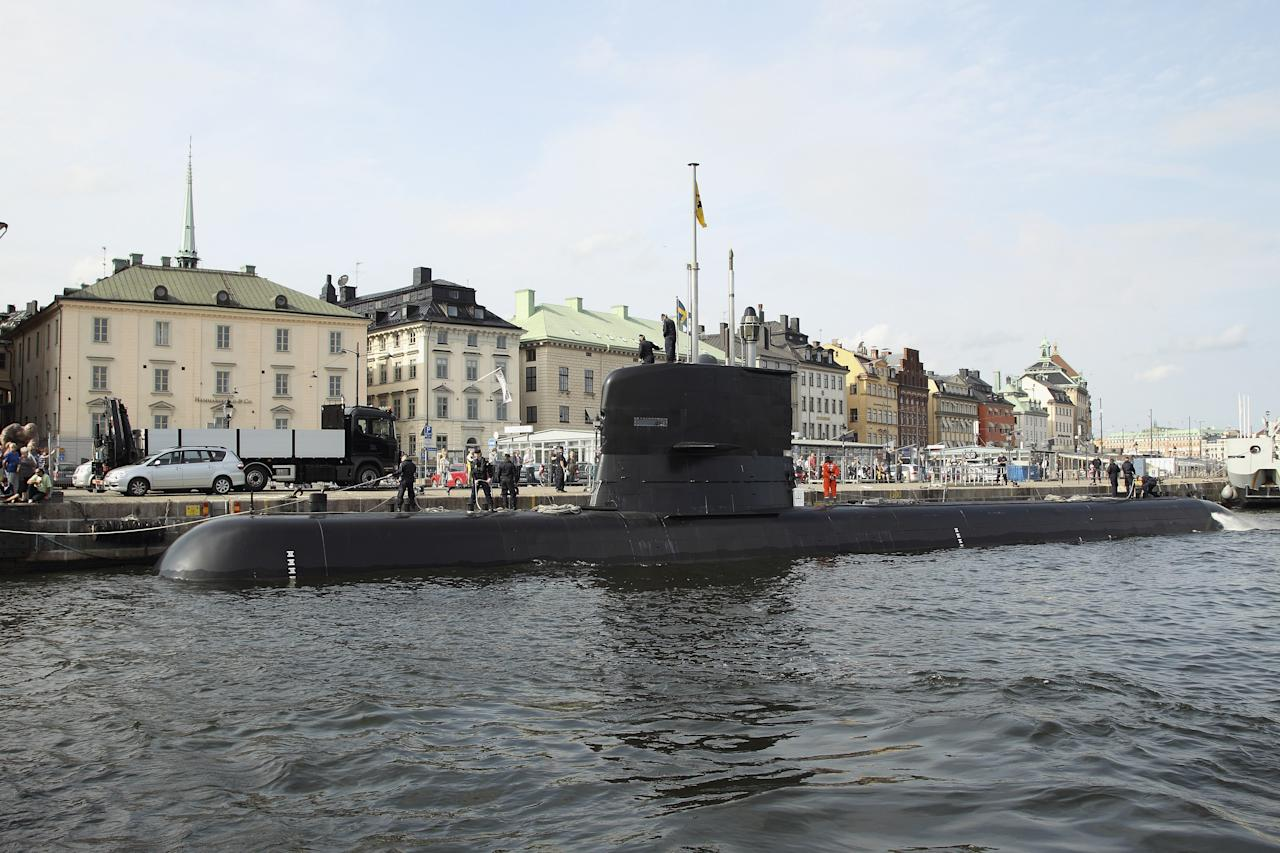 STOCKHOLM, SWEDEN - AUGUST 30:  A Swedish submarine arrives at the harbour on August 30, 2012 in Stockholm, Sweden.  (Photo by Andreas Rentz/Getty Images)