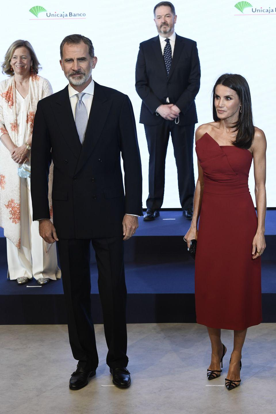 <p><strong>13 July</strong> Queen Letizia of Spain wore an elegant strapless dress to attend a dinner in Madrid.</p>