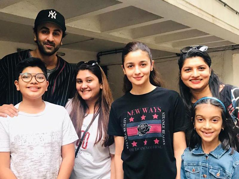 Ranbir Kapoor and Alia Bhatt pose with fans outside the doctor's clinic in Mumbai. (Image: Viral Bhayani)