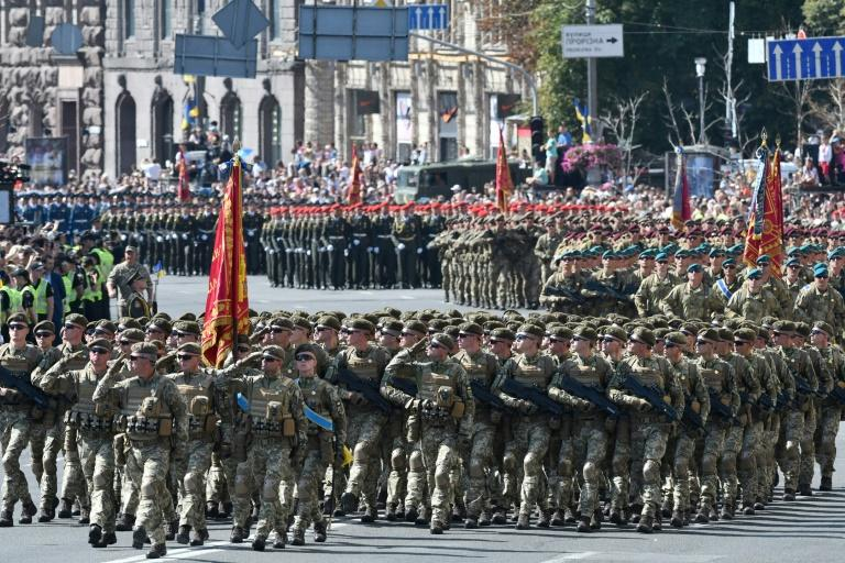 Ukrainian servicemen march in Kiev in a military parade to celebrate Independence Day, 27 years after Ukraine broke away from the Soviet Union