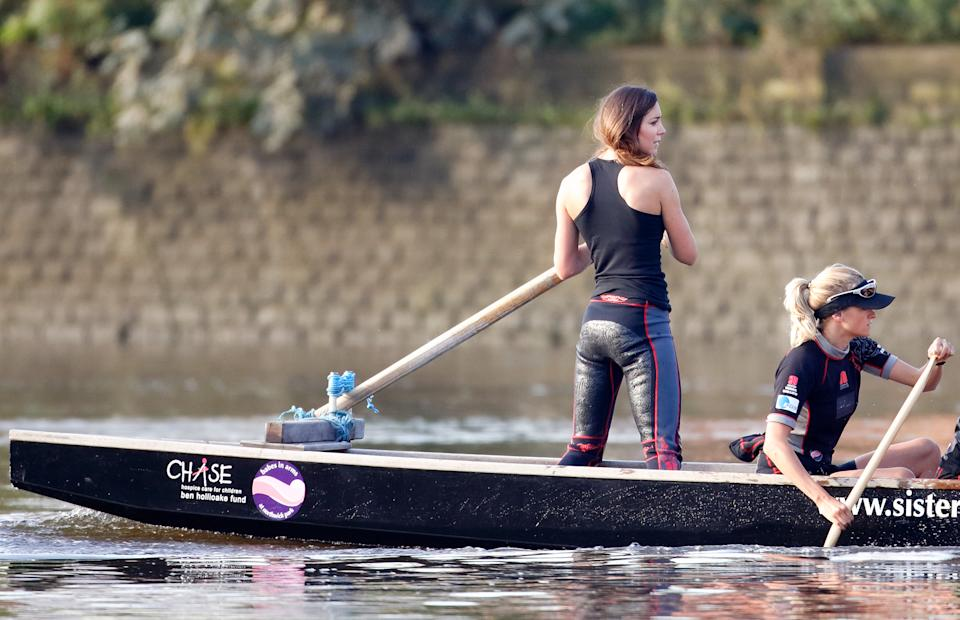 LONDON, UNITED KINGDOM - AUGUST 01: (EMBARGOED FOR PUBLICATION IN UK NEWSPAPERS UNTIL 24 HOURS AFTER CREATE DATE AND TIME) Kate Middleton takes part in a training session with The Sisterhood cross channel rowing team on the River Thames on August 01, 2007 in London, England. The team are taking part in a cross-channel dragon boat race later this month. (Photo by Max Mumby/Indigo/Getty Images)