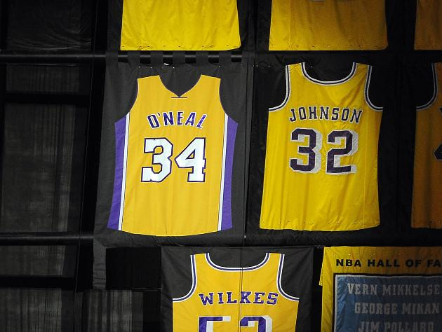 the latest 7be16 99aa7 Shaquille O'Neal's retired Lakers jersey is backward, and ...