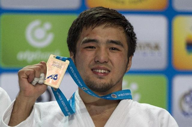Kazakhstan's Yeldos Smetov poses with his gold medal following victory in the men's -60 kg category at the Judo World Championships in Astana on August 24, 2015 (AFP Photo/Jack Guez)
