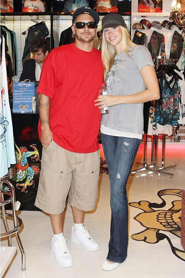 """Kevin Federline has been in Australia too, seeing his kids from time to time. Brit's ex brought along girlfriend Victoria Prince and showed off his slimmed-down physique. Guess """"Celebrity Fit Club"""" really works! <a href=""""http://www.pacificcoastnews.com/"""" target=""""new"""">PacificCoastNews.com</a> - November 27, 2009"""