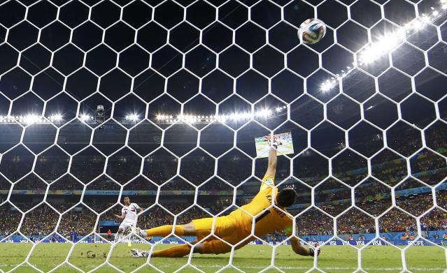 Costa Rica's Michael Umana shoots to score a goal past Greece's goalkeeper Orestis Karnezis during a penalty shootout in their 2014 World Cup round of 16 game at the Pernambuco arena in Recife June 29, 2014. REUTERS/Tony Gentile (BRAZIL - Tags: SOCCER SPORT WORLD CUP TPX IMAGES OF THE DAY)