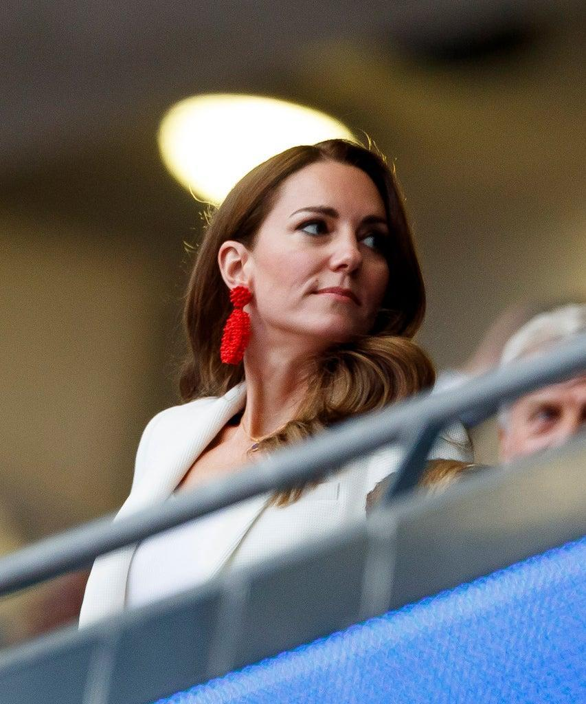LONDON, ENGLAND – JULY 11: (BILD ZEITUNG OUT) . ,Catherine,Duchess of Cambridge and Prinz William,Duke of Cambridge prior to the UEFA Euro 2020 Championship Final between Italy and England at Wembley Stadium on July 11, 2021 in London, United Kingdom. (Photo by Matteo Ciambelli/DeFodi Images via Getty Images)