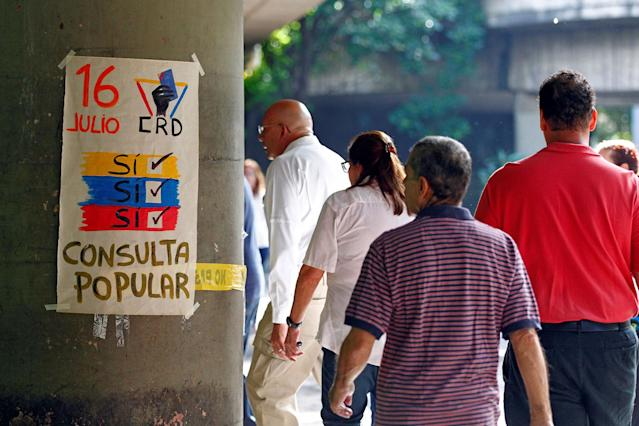 "<p>People line up to vote at a polling station during an unofficial plebiscite against Venezuela's President Nicolas Maduro's government and his plan to rewrite the constitution, in Caracas, Venezuela July 16, 2017. The writing on the paper reads ""July 16, Yes, Yes, Yes, Referendum."" (Christian Veron/Reuters) </p>"