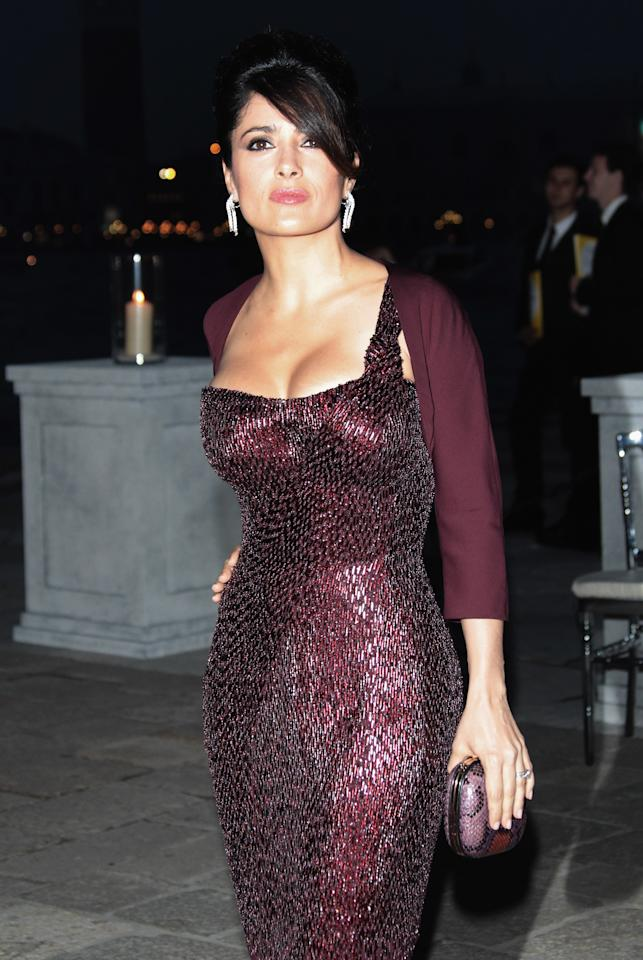 "<div class=""caption-credit""> Photo by: Getty Images</div><div class=""caption-title"">The Hourglass, Salma Hayek</div><p>   <b>The X Shape Body (Hourglass)</b> </p>Considered the ideal body type, it's very proportionate with a defined waist. The shoulders and hips are basically the same size. The best feature for this body type is the waist, so show it off! Salma Hayek and Sofia Vergara are examples of the X shaped figure.  Click on to see recommended exercises if you've got <i>curvas</i> like Salma!  (Getty Images/Selma Hayek)"